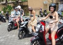 Turistai be tarptautinio vairuotojo pažymėjimo Indonezijoje yra policijos grobis, G. Simanauskaitės nuotr.