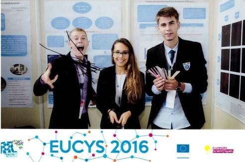 Modestas Gudauskas su Europos Sąjungos jaunųjų mokslininkų konkurso dalyviais, nuotr. iš asm. albumo