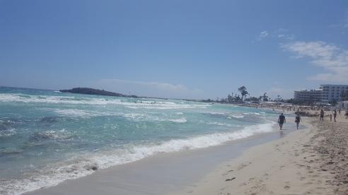 Kipro paplūdimiai vilioja baltu smėliu ir žydra jūra