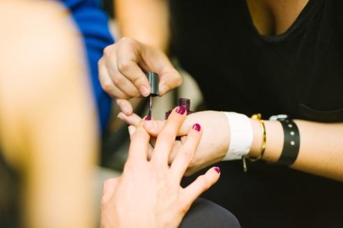 - Ne tik moterims tenka susimokėti daugiau: Lietuvoje kai kuriuose grožio salonuose už manikiūrą daugiau tenka mokėti vyrams (Kris Atomic nuotr. / Unsplash)