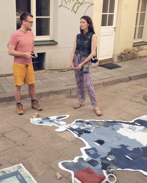 Nebereikalingi džinsai atgimė kaip Indijos žemėlapis